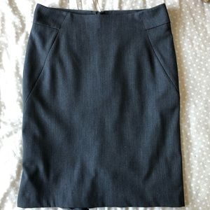 Gray Size 8 fitted skirt with flare back